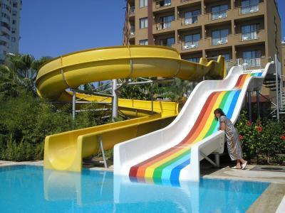 Terenuri da investitori ba saptamanalul valea jiului for Club piscine montreal